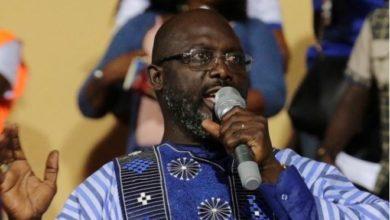 "Photo of Ex-soccer star ""King George"" Weah wins Liberia's presidency"