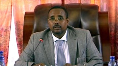 """Photo of Ethiopian Somali region president confessed human rights abuse which he refers to as """"mistakes"""""""