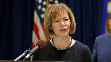 Photo of Sen. Tina Smith Leads Effort to Extend Humanitarian Protections For Somali Nationals Living in Minnesota, Across the Country