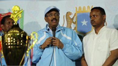 Photo of Somali president joins fans at Mogadishu football final