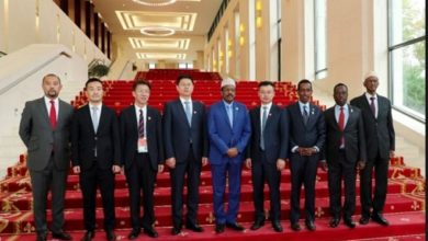 Photo of Somali president tours Huawei's offices in China