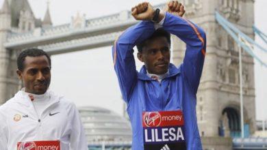 Photo of Ethiopian marathoner who made Rio protest returns from exile
