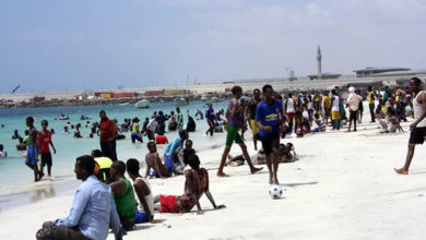 Photo of Mogadishu mayor orders beachfront restaurants to close at midnight