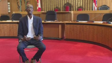 Photo of Former Somali refugee sworn in as Victoria city councillor