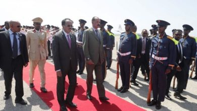 Photo of Eritrean president arrives for first visit to Somalia, minister says