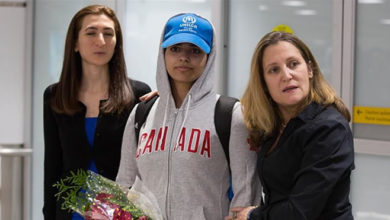 Photo of Young Saudi woman arrives in Toronto following global Twitter campaign to grant her asylum