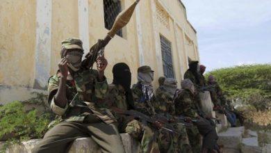 Photo of AU troops arrest al-Shabab triggerman with 6 detonators
