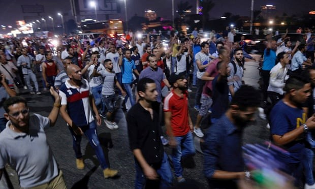 Photo of Protesters and police clash in Egypt for second day running