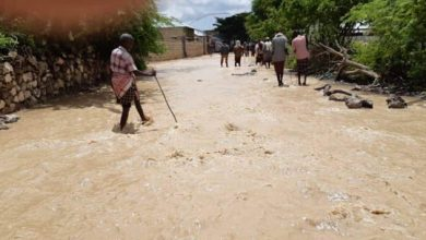 Photo of Displaced flood victims in southern Somalia's Bardale town surviving on tea