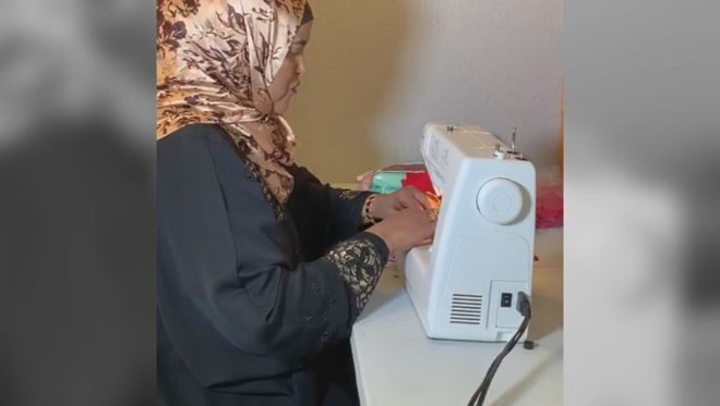 Photo of Minnesota Somali refugee fashioning protective masks amid new CDC order