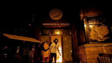 Photo of Protesters enter Minneapolis police station, set fires as protests over death of George Floyd spread across U.S.