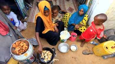 Photo of Displaced Somalis share Ramadan meal under shadow of COVID-19