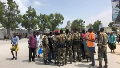 Photo of Somali soldiers block main road to protest witheld wages