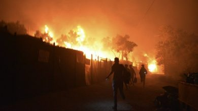 Photo of 1,000s flee fire at migrant camp on virus lockdown in Greece